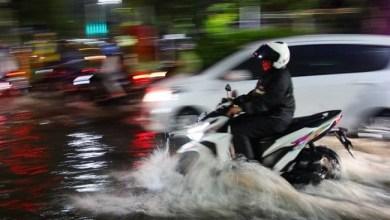 Photo of Ditanya Soal Banjir, Risma: Aku Buru-buru