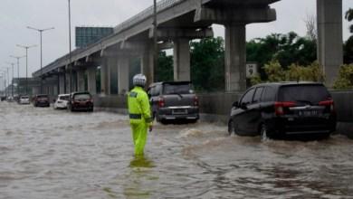 Photo of Menteri Basuki Akui Tol Japek Kebanjiran karena Proyek Infrastruktur