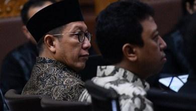 Photo of Hakim Sebut Bekas Menag LHS Terima Suap Rp70 Juta