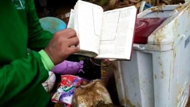 Photo of Relawan Wahdah Temukan Mushaf Al-Qur'an tak Tersentuh Lumpur Banjir