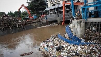 Photo of 50 Ribu Ton Sampah Akibat Banjir Jakarta Dikirim ke Bantargebang