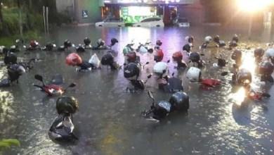 Photo of Surabaya Saja Banjir, Risma Mau Beresin Jakarta?