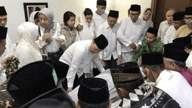 Photo of Cerita HNW yang Ditunjuk Memimpin Doa di Depan Jenazah Gus Solah