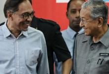 Photo of Pengunduran Diri Diterima, Mahathir Diminta Jadi PM Sementara