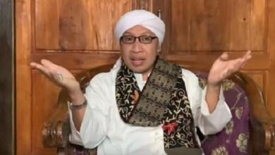 Photo of Pesan Buya Yahya Soal Corona: Tak Hanya Tawakal, Ikuti Petunjuk Medis dan Pemerintah