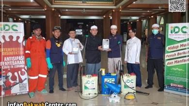 Photo of IDC Semprotkan Disinfektan dan Tebar Hand Sanitizer di Masjid Agung Al-Barkah