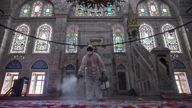 Photo of Corona Mewabah, Turki dan UEA Larang Sementara Salat Berjamaah di Masjid