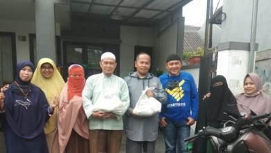 Photo of AKBAR Salurkan Bantuan Sembako untuk Guru Ngaji di Masa Pandemi