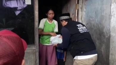 Photo of Datangi Kaum Duafa, Satgas FUI Salurkan Sembako Saat Pandemi