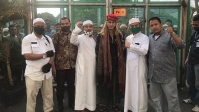 Photo of Habib Bahar Bebas, Para Napi Mualaf Tak Kuasa Tahan Tangis