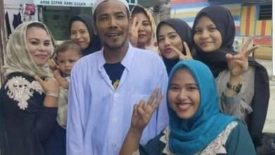 Photo of M Nuh, Pemenang Lelang Motor Listrik Jokowi Itu Disambut Meriah Warga