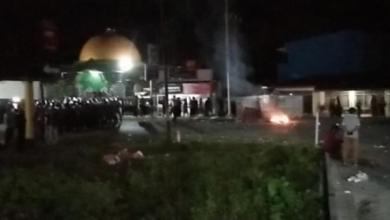 Photo of Demo Tolak 500 TKA China di Sultra Berlanjut Hingga Selasa Malam