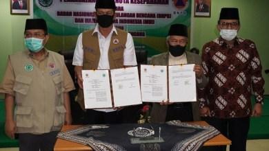 Photo of BNPB Teken MoU dengan MUI untuk Kerja Sama Edukasi Normal Baru