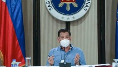 Photo of Konyol, Presiden Duterte Suruh Rakyatnya Bersihkan Masker dengan Bensin