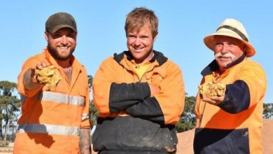 Photo of Dua Penambang Australia Temukan Dua Bongkah Emas Senilai Rp3,7 Miliar