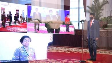 Photo of Beri Tanda Jasa Sejumlah Tokoh, Jokowi: Sudah Lewati Pertimbangan Matang
