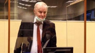 Photo of Ratko Mladic, Pembantai Delapan Ribu Muslim Bosnia Minta Dibebaskan