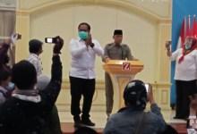 Photo of Deklarasi KAMI Surabaya Dibubarkan Polisi, Massa Penolak Umpat Jenderal Gatot