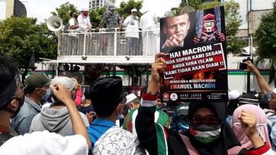 Photo of Aksi Bela Nabi: Ribuan Umat Islam Kepung Kedubes Prancis di Jakarta