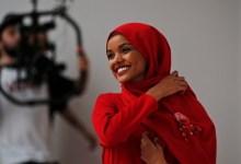 Photo of Tak Leluasa Beribadah, Halima Aden Mundur dari Dunia Model