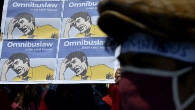 Photo of UU Ciptaker Sudah Diteken Jokowi, Tapi Masih Ada Kejanggalan