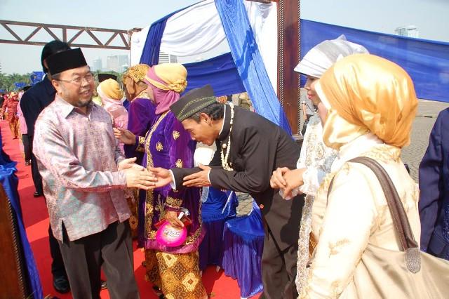 Wedding on the street (2)