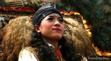10092012 Wanita cantik penari kuda lumping membuka Semarak Lebaran Betawi 2012