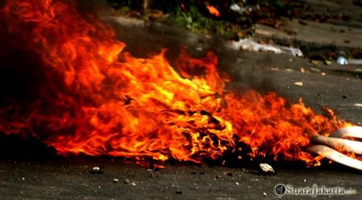 014 Aksi Damai Front Pembela Islam diwarnai bentrokan dengan aparat keamanan   Foto: Aljon Ali Sagara