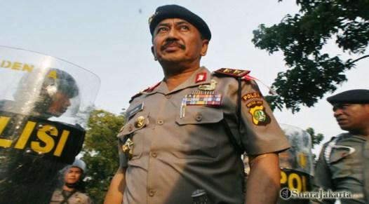 012 Kapolda Metro Jaya Mayjend Polisi Untung S Rajab turun melerai, mengajak pendemo untuk mundur dari pertikaian   Foto: Aljon Ali Sagara