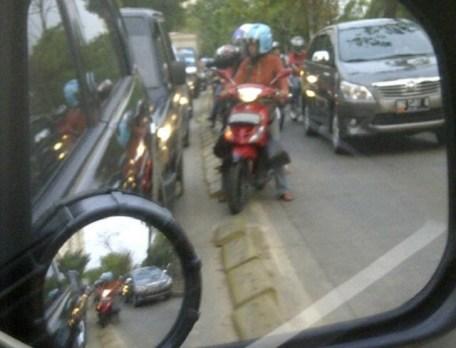 Serobot Jalur - SuaraJakarta.com (12)