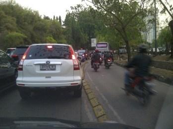 Serobot Jalur - SuaraJakarta.com (2)