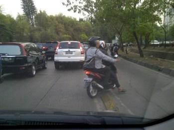 Serobot Jalur - SuaraJakarta.com (7)