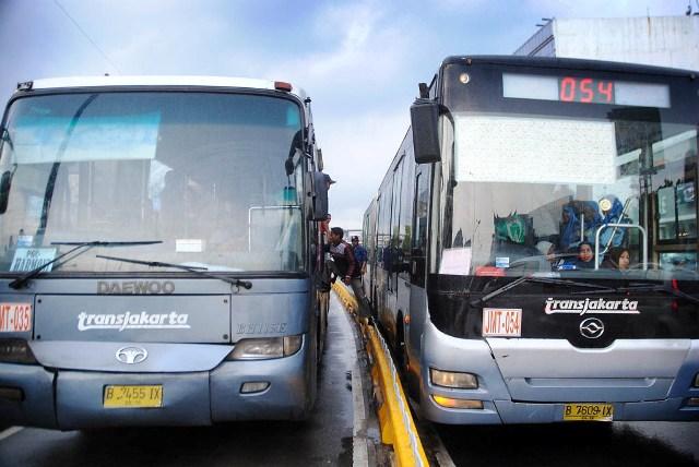 Transjakarta Mogok - SuaraJakarta.com (01)