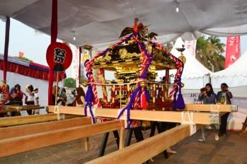Mikoshi adalah tandu kendaraan untuk mengangkut para dewa di Jepang