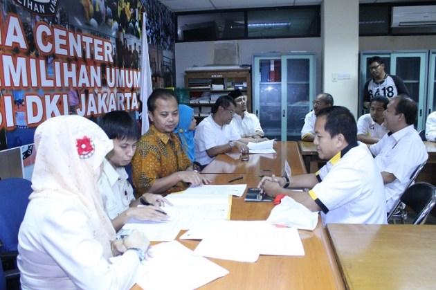 Pengurus DPW PKS Jakarta Daftarkan Caleg DPRD ke KPUD Jakarta (foto : Budiarto)