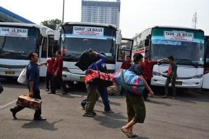 Calon pemudik di Terminal Lebak Bulus, Jakarta Selatan (Foto: Fajrul Islam/SuaraJakarta)