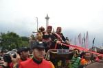 Arak-arakan Kereta Kencana Menutup Festival Kerajaan Nusantara
