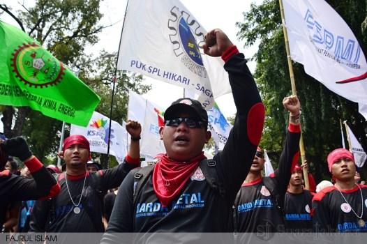 Massa buruh dari berbagai organisasi buruh merayakan Hari Buruh Internasional 2014 di depan Istana Negara RI, Jakarta Pusat. Kamis (01/05/2014). (Foto: Fajrul Islam)