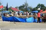 suara-jakarta-Gunung-Sampah-ini-salah-satu-sindiran-terhadap-Pemerintah-Kota-Bengkulu-yang-menerima-penghargaan-Adipura-8-Juni-2014