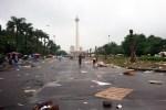 Pesta Rakyat Jokowi Usai, Sampah Menggunung di Lapangan Monas