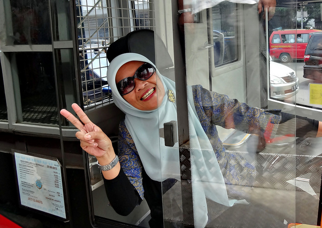 bus khusus wanita supir wanita busway transjakarta
