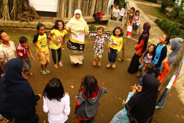 suara jakarta Hilangkan Trauma Pasca Longsor Banjarnegara, Relawan Gelar Trauma Healing