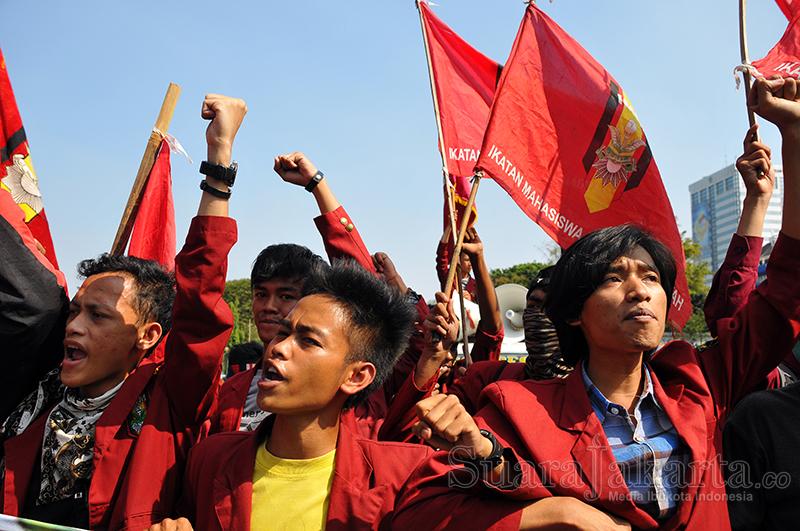 Mahasiswa IMM berunjuk rasa di depan Istana Negara, Jalan Merdeka Barat, Jakarta Pusat (20/5). (Foto: Fajrul Islam/SuaraJakarta)