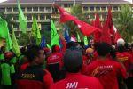 Peringati May Day, Ribuan Buruh Dan Mahasiswa Unjuk Rasa Di Kantor Bupati Tengerang