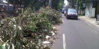 Sampah Bekas JEDI Sheetpile Sudah Empat Hari Tidak Dibersihkan