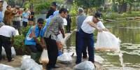 Pemkot Jakarta Pusat Tebar Benih Ikan Nila Sebanyak 15.000 Benih Untuk Warga