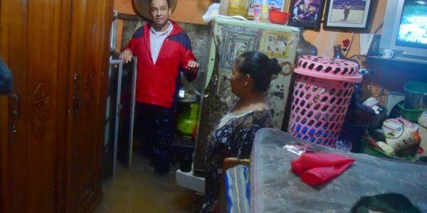 Warga Curhat ke Cagub Anies Soal Banjir di Cipinang Melayu