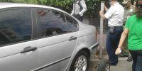 Petugas Sudin Perhubungan Derek Kendaraan Yang Parkir Liar