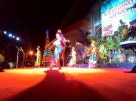 Empat penari dari komunitas Hindu Bali di Ambon, menari di panggung Christmas Carol 2015, pada Senin malam (21/12/2015). FOTO oleh Rudi Fofid