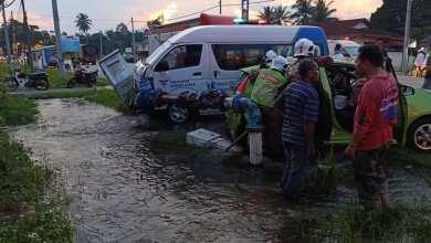 Photo of Wanita parah, kereta-van bertembung langgar paip air